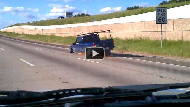 Guidando in autostrada senza una ruota