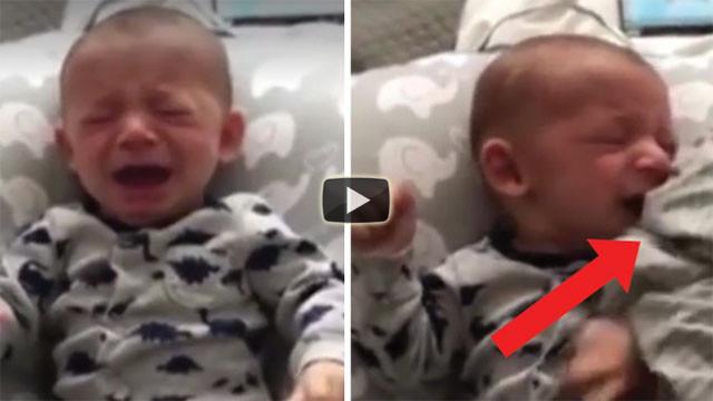 Il neonato è disperato, il papà lo calma in un secondo così...